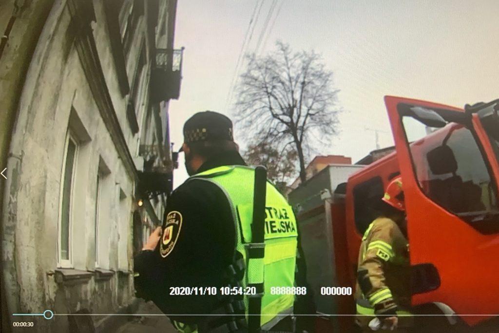 Funkcjonariusze SM przeprowadzili kontrolę przy piecu, która nie wykazała nieprawidłowości.