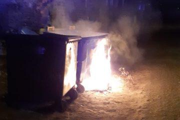 Podpalony pojemnik na odpady selektywne przy ul. Ciasnej- interwencja SM.