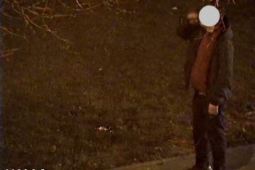 Mężczyzna spożywający alkohol w miejscu publicznym, a następnie poruszający się bez maseczki ul. Narutowicza - interwencja patrolu SM - nałożono kary grzywny.