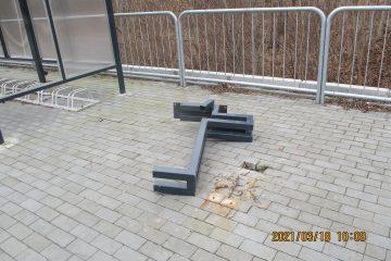 Zabezpieczony stojak do roweru przed kradzieżą.